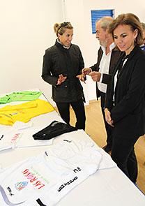 Almudena Maillo - presentación de las camisetas EDM San Blas - CC Las Rosas 4b787baa73dfc
