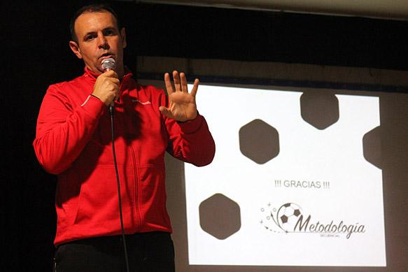 Toni González en la ponencia de fútbol base del CC Antonio Machado